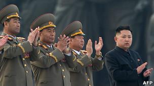 Kim Jong-un y generales norcoreanos