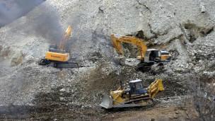 挖土机抢救