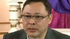 戴耀廷向媒體記者介紹「佔領中環」運動「信唸書」內容(香港電台圖片27/3/3012)