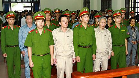 Gia đình ông Vươn trong phiên xử sơ thẩm