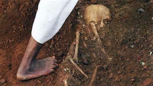 88-89 காலப்பகுதயில் ஜேவிபி கிளர்ச்சிக்கு எதிரான நடவடிக்கையின்போதுபோது ஆயிரக்கணக்கான இளைஞர்கள் மாத்தளை பகுதியில் கொல்லப்பட்டனர்