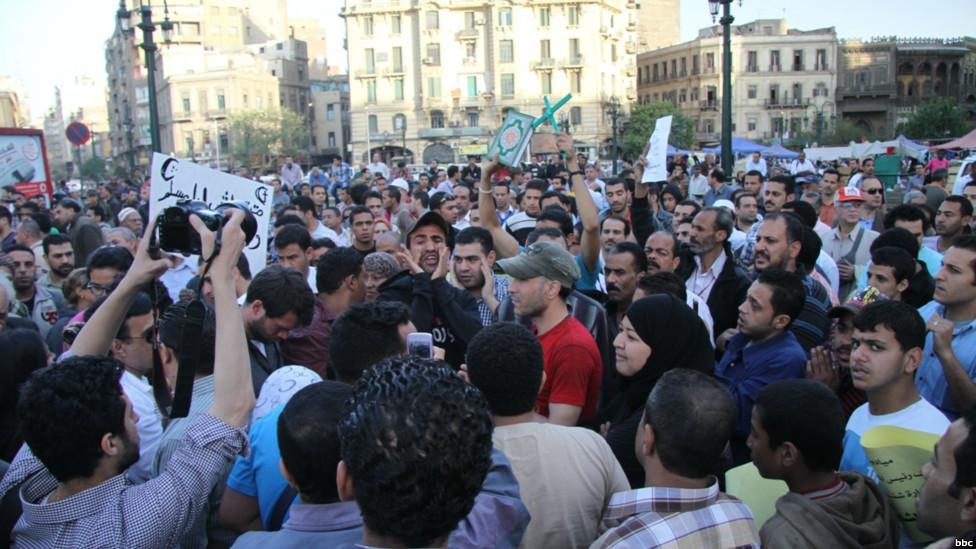 """مسيرة """"وحدة الصف"""" في مصر 130409235153_egypt_secterian_protest_976x549_bbc"""