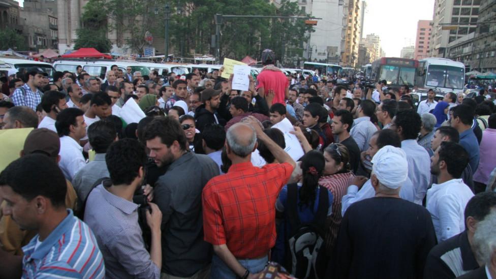 """مسيرة """"وحدة الصف"""" في مصر 130409235234_egypt_secterian_protest2_976x549_bbc_nocredit"""