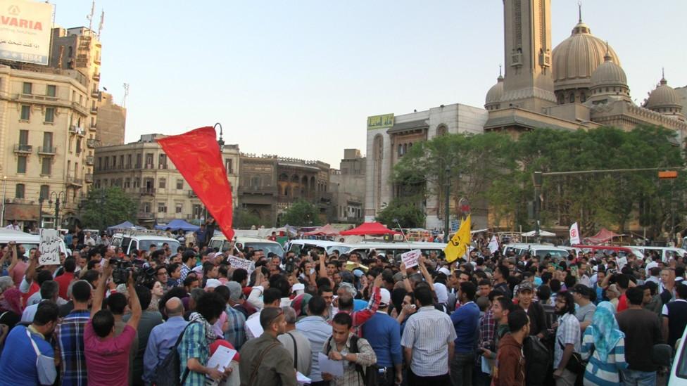 """مسيرة """"وحدة الصف"""" في مصر 130409235424_egypt_secterian_protest4_976x549_bbc_nocredit"""