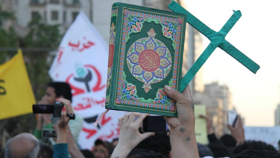 """مسيرة """"وحدة الصف"""" في مصر 130409235510_egypt_secterian_protest5_976x549_bbc_nocredit"""