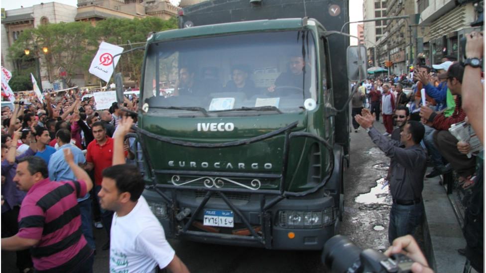 """مسيرة """"وحدة الصف"""" في مصر 130409235919_egypt_secterian_protest7_976x549_bbc_nocredit"""