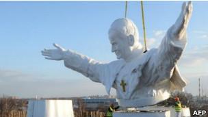 Estátua de João Paulo 2º (Foto AFP)