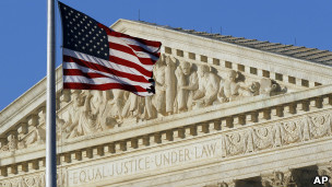 رأی تاریخی دیوان عالی آمریکا بر حقوق برابر برای ازدواج همجنسگرایان دیوان عالی ایالات متحده سرانجام در دفاع از حق ازدواج همجنسگرایان رای خود را صادر کرد. بر اساس این رای، از این پس ازدواج همجنسگرایان از