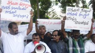 வலிகாமத்தில் மக்கள் காணிகளை இராணுவத் தேவைக்காக எடுக்கம் அரசின் நடவடிக்கையை கண்டித்து நடந்த ஆர்ப்பாட்டம்