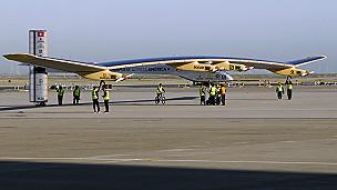 الولايات المتحده تبتكر طائرة تعمل 130424202345_solar_impulse_plane_304x171_reuters_nocredit.jpg