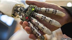 Apretón de manos con robot