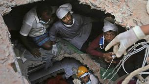 Resgate em Bangladesh / AP