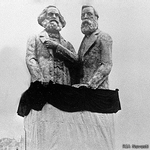 Памятник Карлу Марксу и Фридриху Энгельсу