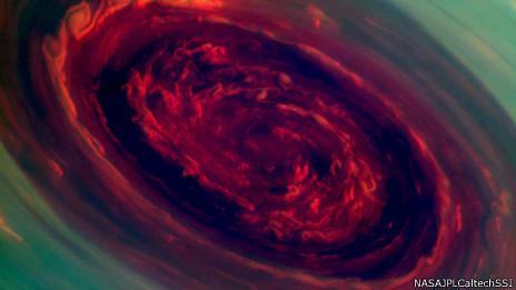 Imagen de un huracán sobre el polo de Saturno tomada por la nave Cassini