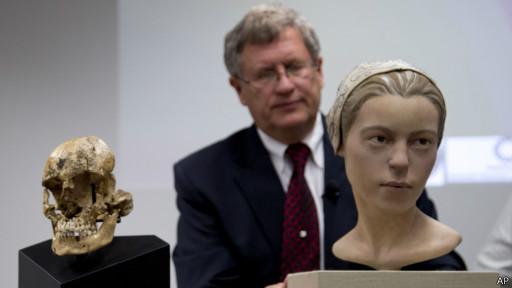 被食少女头骨和复原头像及科学家