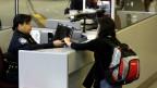 Sinh viên trình visa vào Mỹ
