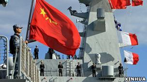 參與阿丁灣護航工作的中國海軍護航編隊船艦在阿爾及利亞首都阿爾及爾停靠(新華社圖片2/4/2013)