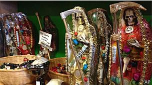 Imagens da Santa Morte em Albuquerque, no Estado americano do Novo México (AP)
