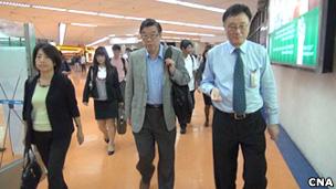 台湾调查人员抵达菲律宾马尼拉机场(台湾中央社图片16/5/2013)