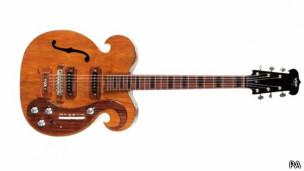 La guitarra subastada