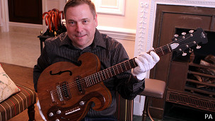 """Эту гитару можно увидеть в деле в нескольких видео """"Битлз"""", снятых в 1967 году"""