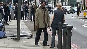 Uno de los atacantes junto a Ingrid Loyau-Kennett