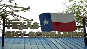 Letreiros na entrada da atração dizendo Texas Sky Screamer