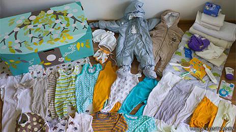 Por qué los bebés de Finlandia duermen en cajas de cartón 130604111402_newborn_finland_464x261_millakontkanen