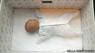 Caja de cartón para bebés finlandeses