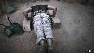 Soldado haciendo ejercicio