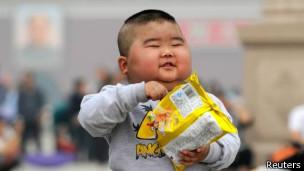 Criança com sobrepeso / Reuters