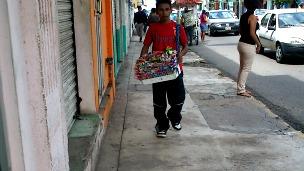 Niño vendedor en Tapachula, Chiapas