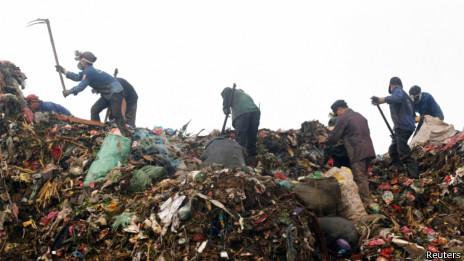 Thu nhặt rác thải
