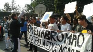 protesto no Maracanã (foto: BBC)