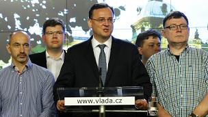 عالمي رئيس الوزراء التشيكي يستقيل اتهام مساعدته بالفساد 130617000542_petr_ne