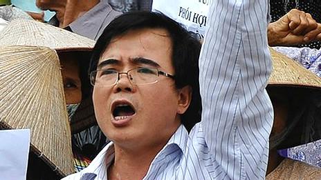 Ông Lê Quốc Quân trong một cuộc biểu tình chống Trung Quốc
