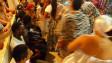 Haitianos assitem a culto do Candomblé no Brasil (foto: BBC)