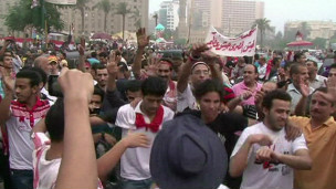 manifestantes comemoram queda de Morsi (foto: AP)
