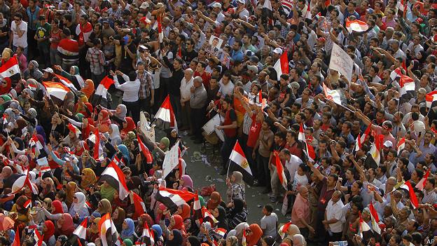 Círculo de protección a mujeres en protestas de Egipto