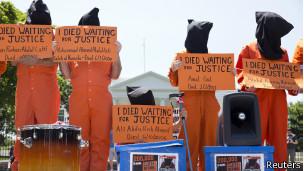 Protesta por los 100 días de la huelga de hambre en Guantánamo, mayo de 2013
