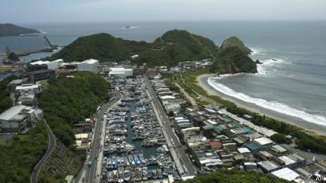 台湾宜兰县苏澳港渔船进港避风(12/07/2013)