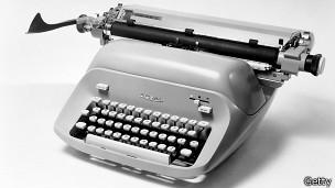 Máquina de escribir (foto de archivo)