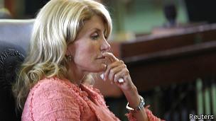 Венди Дэвис в зале заседаний сената штата Техас 12 июля 2013 года