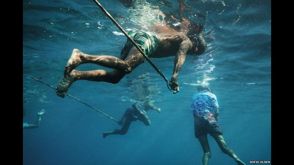 Hombres pescando