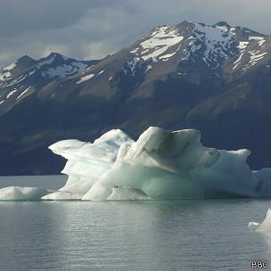 Iceberg en el parque nacional Los Glaciares en Patagonia