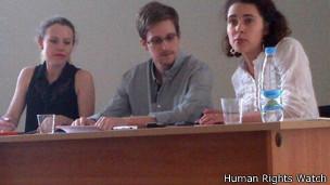 http://wscdn.bbc.co.uk/worldservice/assets/images/2013/07/16/130716124048_snowden_304x171_humanrightswatch.jpg
