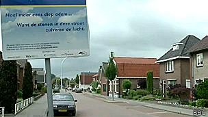Calle residencial de Hengelo donde se experimentó con el pavimento fotocatalizador