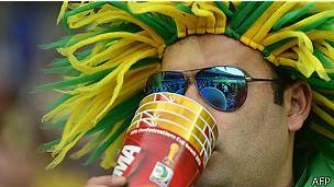Seguidor brasileño bebiendo