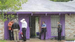 Policías investigan la escena