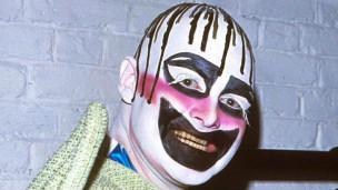 波維瑞在倫敦Taboo夜店的戲劇造型誇張